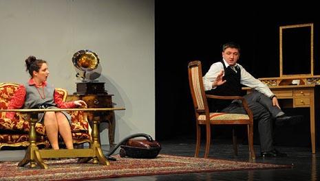 Gradsko kazalište Joza Ivakić Vinkovci: Ted Whitehead, Brak iz Aleje kestenova, red. Robert Krajinović