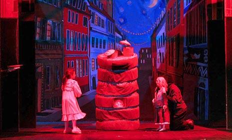 Dječje kazalište Branka Mihaljevića u Osijeku: Hans Christian Andersen, Djevojčica sa žigicama, red. Aleksandra Colnarić (prema režiji Dubravke i Marina Carića)
