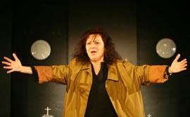 Scena Zvonimir Rogoz Hrvatskog narodnog kazališta u Varaždinu: Nina Mitrović, Familija u prahu, red. Samo M. Strelec