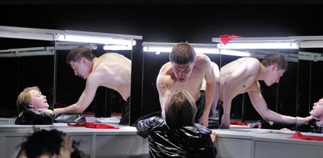 OKT Vilniaus miesto teatras, Litva: William Shakespeare, Hamlet, red. Oskaras Koršunovas