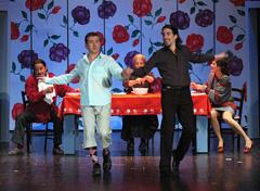 Hrvatska kazališna kuća, Zadar: Steve Galluccio, Mambo italiano, red. Robert Raponja (koprodukcija s Gradskim kazalištem mladih split i Udrugom FERR Pula), foto: © Željko Karavida