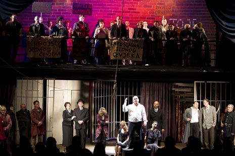 Hrvatsko narodno kazalište Osijek: Bertolt Brecht, Opera za tri groša (red. Željko Vukmirica, dir. Berislav Šipuš