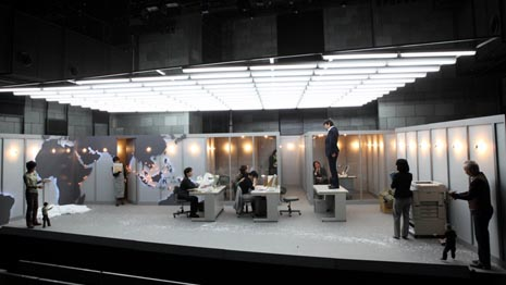 24. Eurokaz, festival novog kazališta, Zagreb, 2. – 27. lipnaj 2010: Marionetsko kazalište Youkiza, Japan, Kuo Pao Kun, Potomci uškopljenog admirala, red. Frédéric Fisbach