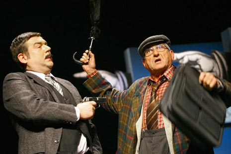 Satiričko kazalište Kerempuh, Zagreb: Fadil Hadžić, Prevaranti, red. Georgij Paro